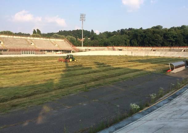 """Taglio dell'erba allo stadio """"Franco Ossola"""""""