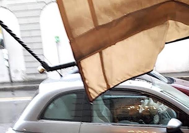 tenda rotta negozio al portone