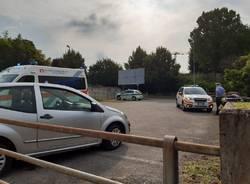 Travolto dalla sua stessa auto in via Comasina a Legnano