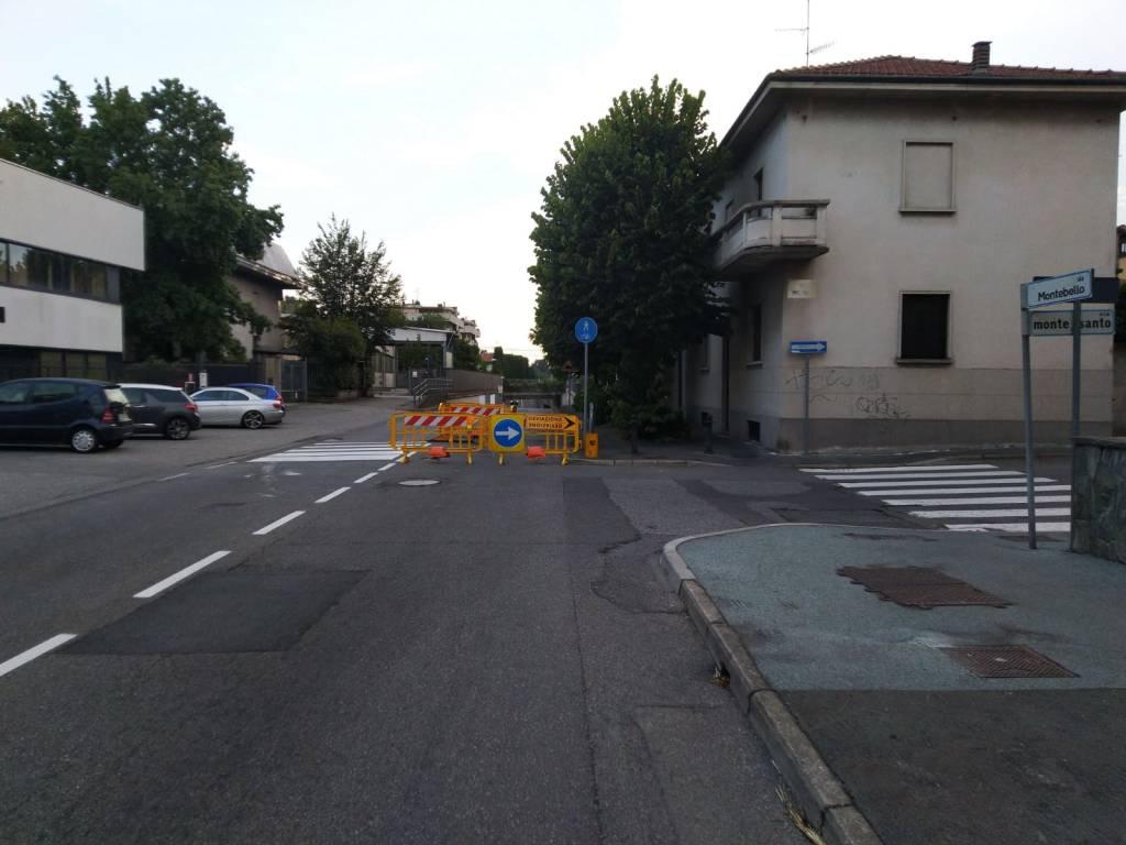 voragine in via Montebello