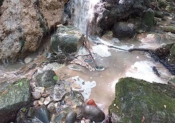 Varesotto, uno scarico diretto nel fiume Olona
