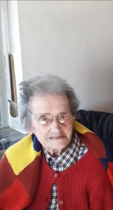 Tantissimi Auguri nonna Jolanda per i tuoi 100 anni! Da figlia, nipoti e bis nipoti