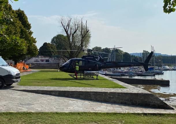 Elicottero in azione per i lavori all'Isolino di Angera