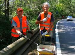 Ermanno e Andrea volontari pulitori valganna strade pulite