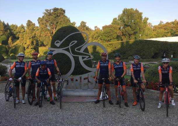 La partenza da Varese dei ciclisti verso Lourdes