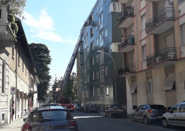 Legnano - via Pietro Micca casa allagata - Vigili del Fuoco - autoscala