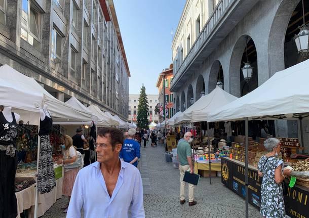 Il mercato di Sapori al fianco della Fiera: piazza Monte Grappa si riempie di espositori