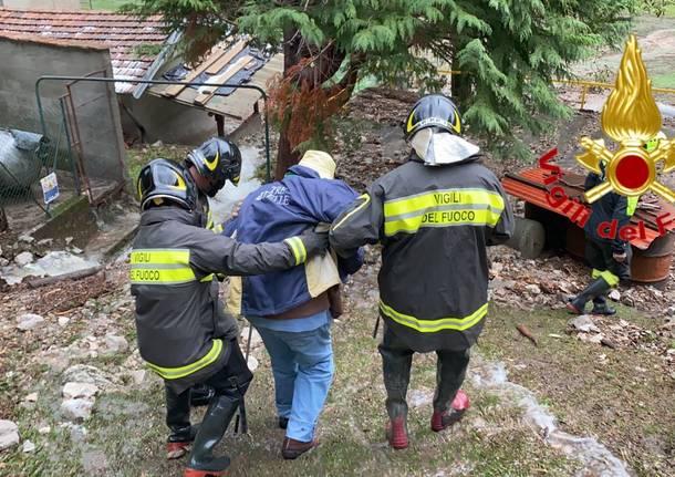 Castelveccana, i Vigili del Fuoco salvano una coppia di anziani