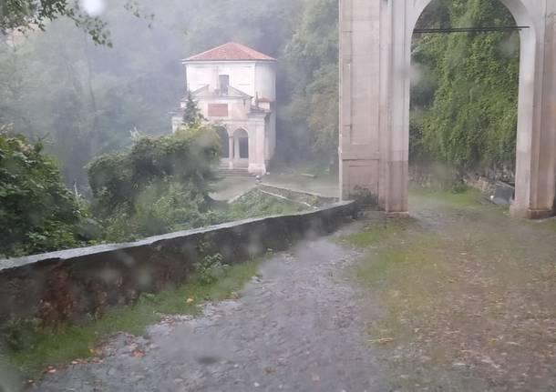 Varese, la via Sacra sotto il diluvio