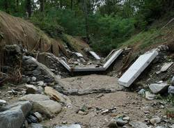 Lungo il letto del Tinella, il fiume dell'alluvione