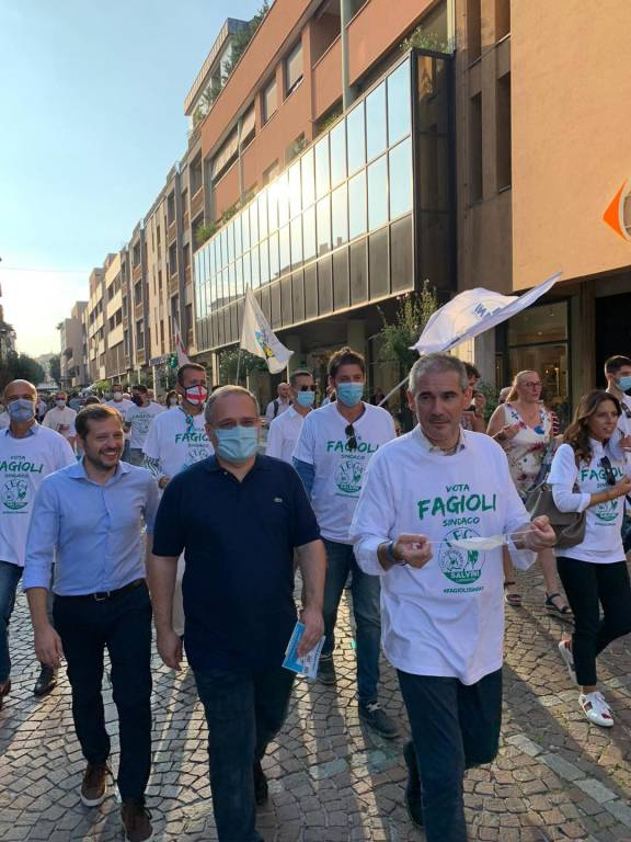 """Paolo Grimoldi a Saronno: """"Alle elezioni votate Fagioli"""". Doppio gazebo della Lega"""