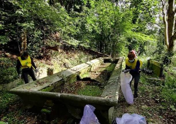 Puliamo il mondo: grandi pulizie a Bizzozero, ma un giorno non basta