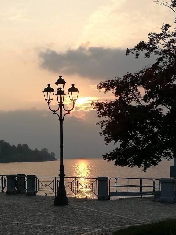 tramonto a Laveno Mombello foto di Gianni Binaghi