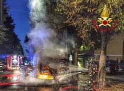 Bus in fiamme a Rho