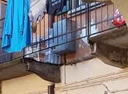 caduta calcinacci balcone gerenzano