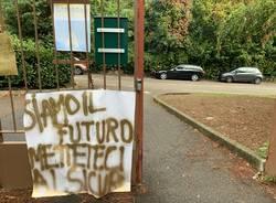 Cartelli di protesta all'istituto Casula di Varese