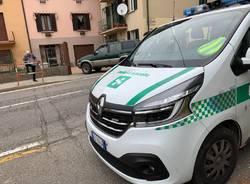 Fuori strada in via Daverio a Varese