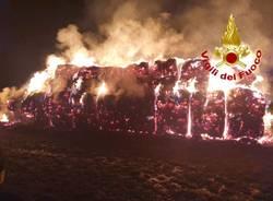 Incendio balle di fieno Cairate