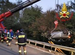 Incidente a Venegono Inferiore, auto si ribalta