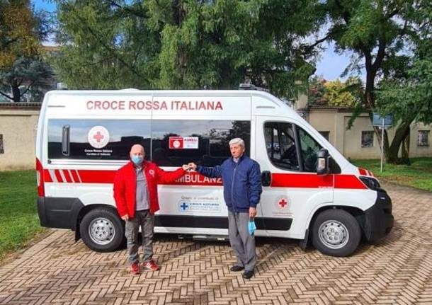 La Croce Azzurra consegna una nuova ambulanza alla Croce Rossa