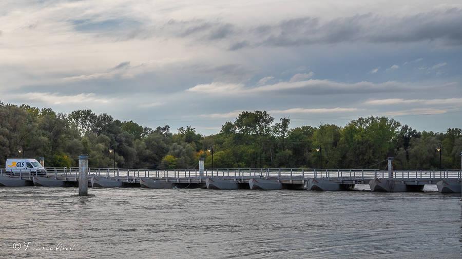 La piena del Ticino al ponte di barche di Bereguardo