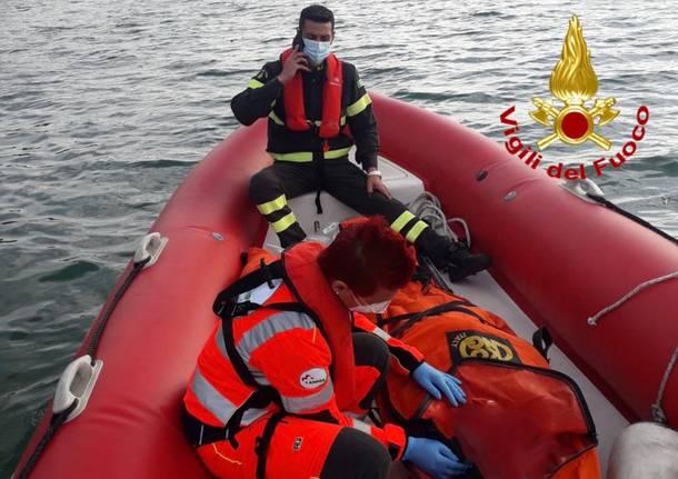 lago vigili del fuoco soccorso ambulanza barca