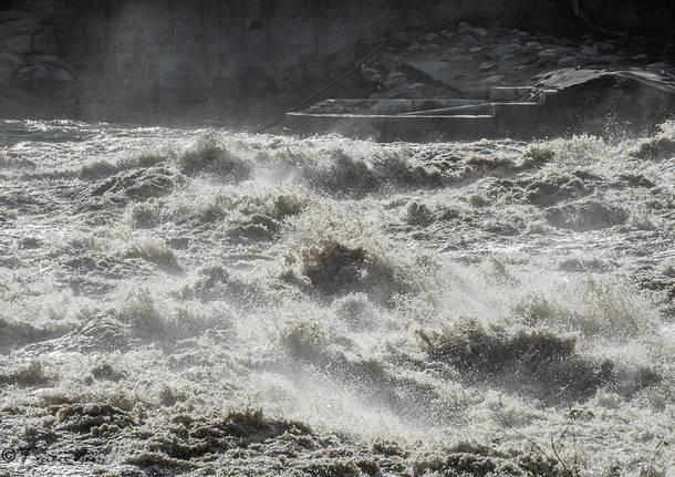 Maltempo, crolla il ponte sul Sesia a Romagnano