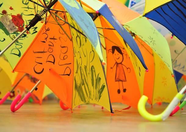 pioggia ombrelli bambini