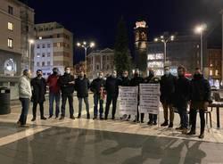 protesta in piazza varese