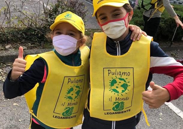 Puliamo il mondo: a Saronno raccolti 30 sacchi di spazzatura grazie a dodici volontari