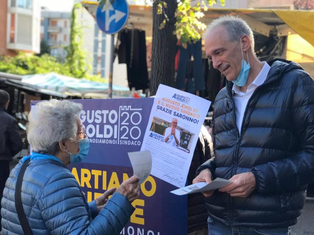 Saronno, il nuovo sindaco Airoldi al mercato per ringraziare gli elettori