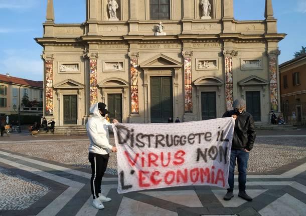 Saronno, piazza vuota per la manifestazione contro il Governo