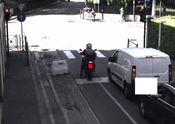 superamento linea arresto semaforo