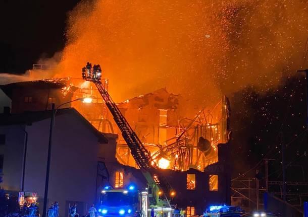 Canton Ticino, le fiamme distruggono il Mulino di Maroggia