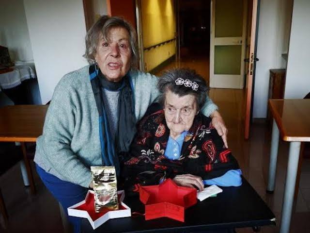 Zia Elvira festeggia 100 anni