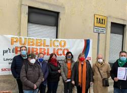 I sindacati davanti all'ospedale di Varese