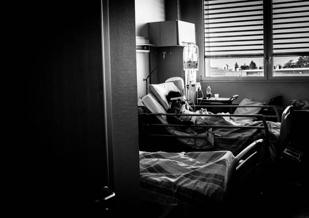 Pazienti Covid nel reparto di terapia intensiva dell'Ospedale di Varese - foto di Maurizio Borserini