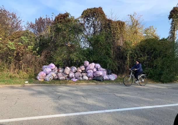 rifiuti abbandonati strada busto arsizio