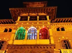 Villa Montevecchio illuminata con il tricolore