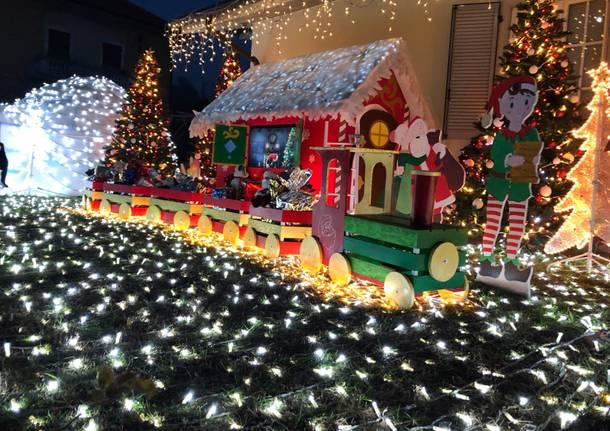 Babbo Natale Casa.Ad Albiolo 28mila Lucine Splendono Nella Casa Di Babbo Natale