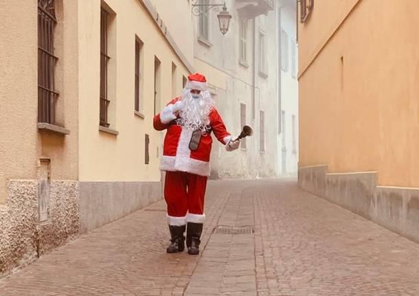 Babbo Natale a scuola con il pedibus a Comerio