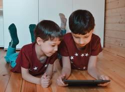 bambini ragazzi schermi