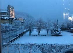 Dai balconi alle strade, il Varesotto sotto la neve