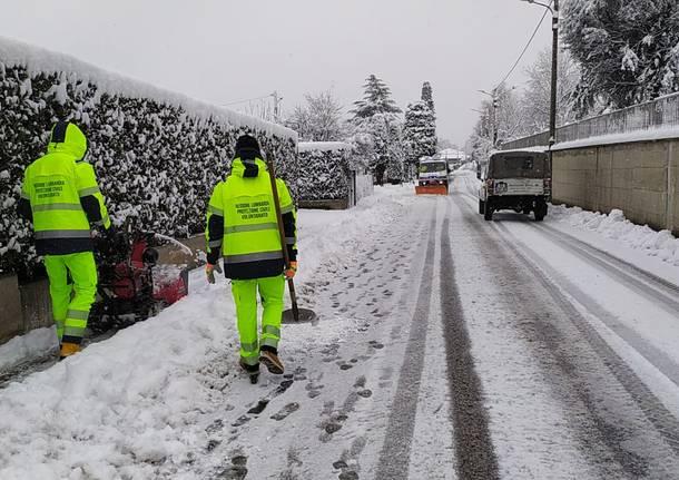 Jerago con Orago, la protezione civile e il varese4x4  collaborano per superare l\'emergenza neve