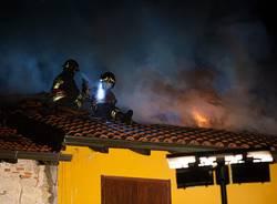 Incendio nella notte a Ispra