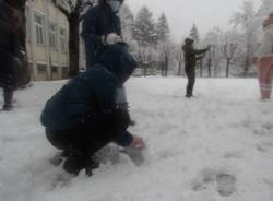 Giochi con la neve alla primaria Galilei di Varese - foto di Michaela Tedde