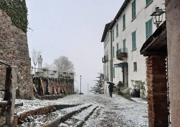 Il sacro Monte si risveglia con la neve