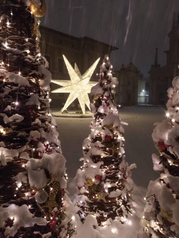 piazza san giovanni busto arsizio natale notte neve