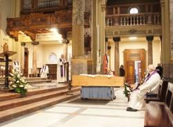Saronno dà l'ultimo saluto a don Angelo Ceriani