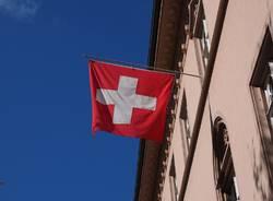 svizzera Foto di Hans Braxmeier da Pixabay